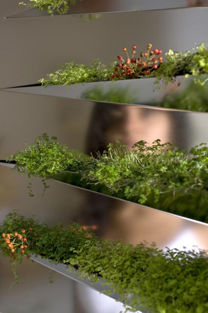 Grass Mirror Planter Close Up 2