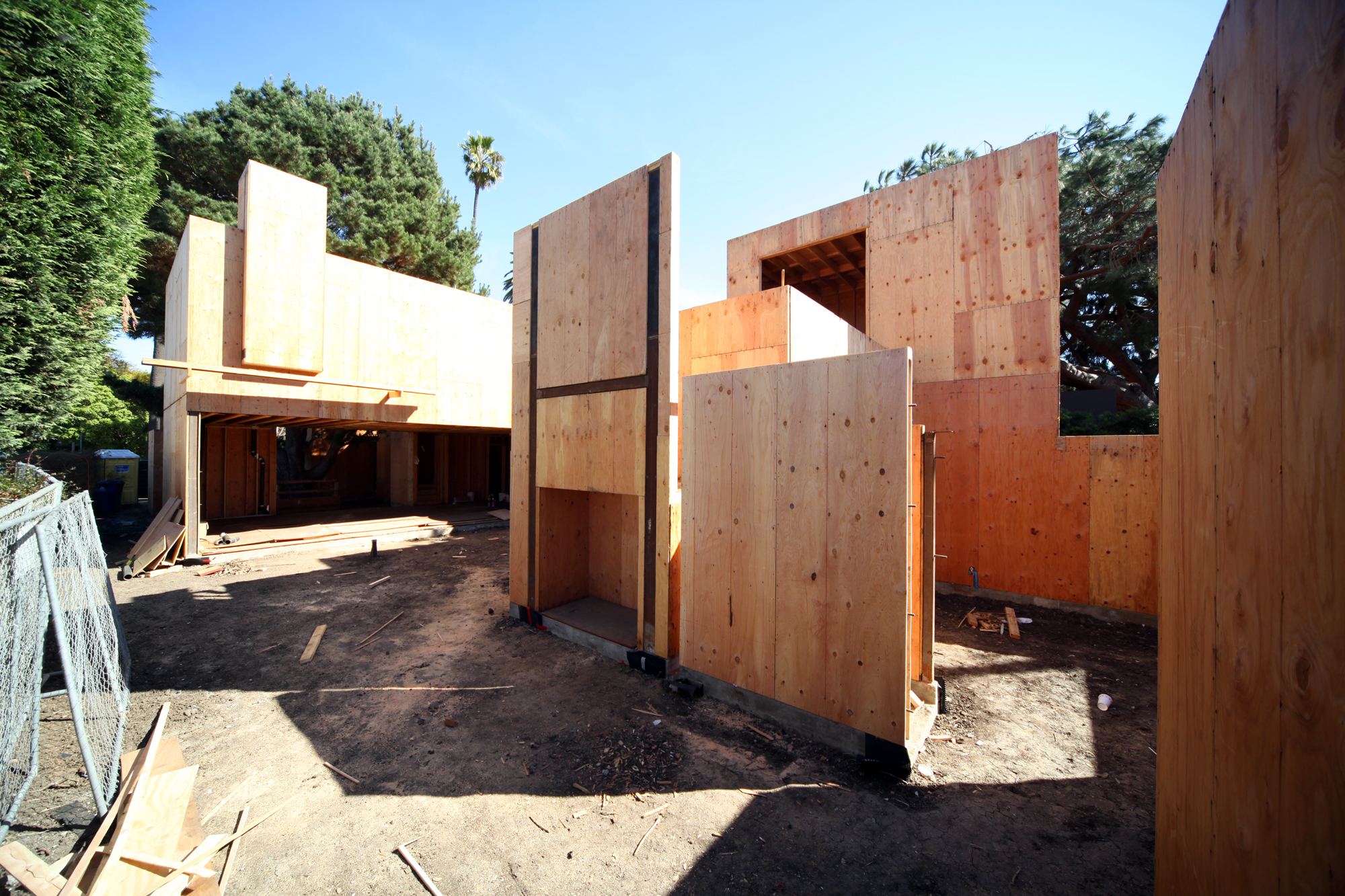Here's a shot looking east from the garage towards the main living room with its large door opening. On the right is the master bedroom courtyard. The box shown under the H-shaped steel members will eventually be a fireplace from Spark Modern Fires