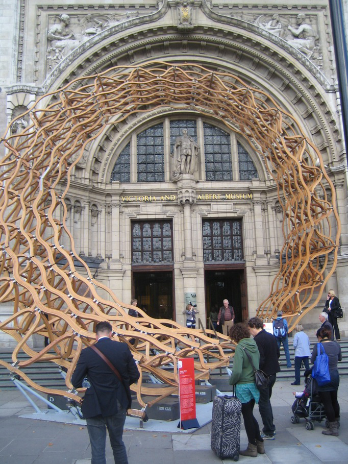 "Timber Weave is a massive installation by <a href=""http://www.amandalevetearchitects.com/"">Amanda Levete Architects</a> that greets visitors at the Cromwell Road entrance to the <a href=""http://www.vam.ac.uk/"">Victoria and Albert</a>. The spiraling lattic"