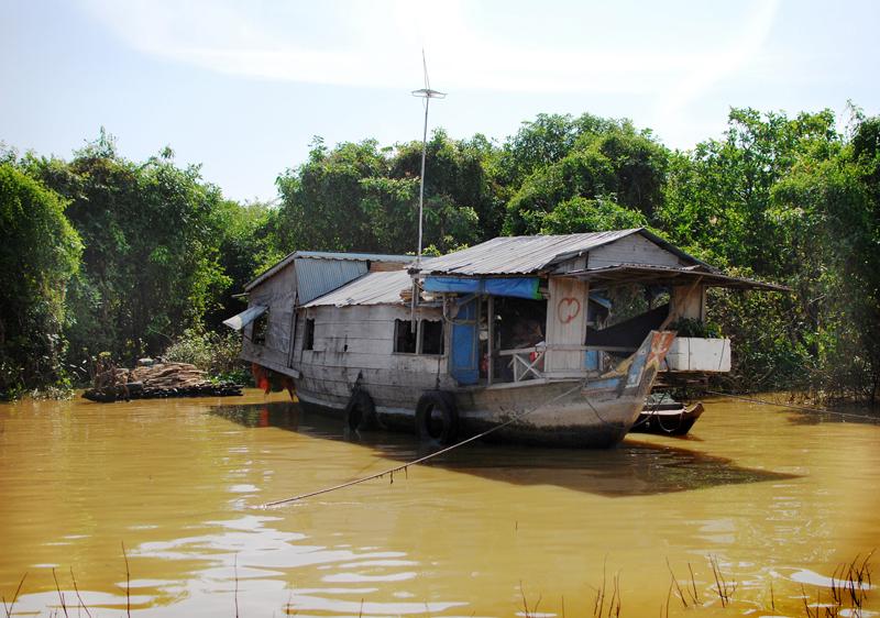 cambodia floating1