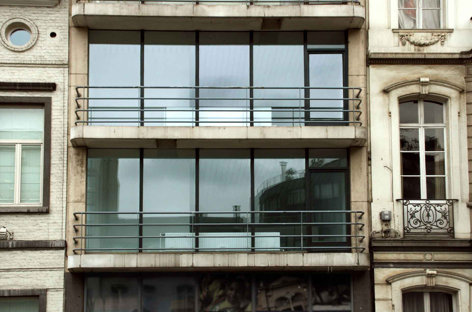 "Located in the center of Brussels, Belgium, this building dating from 1968 is home to a renovation by Barcelona's <a href=""http://cargocollective.com/CaSA"">Colombo and Serboli Architects</a>."