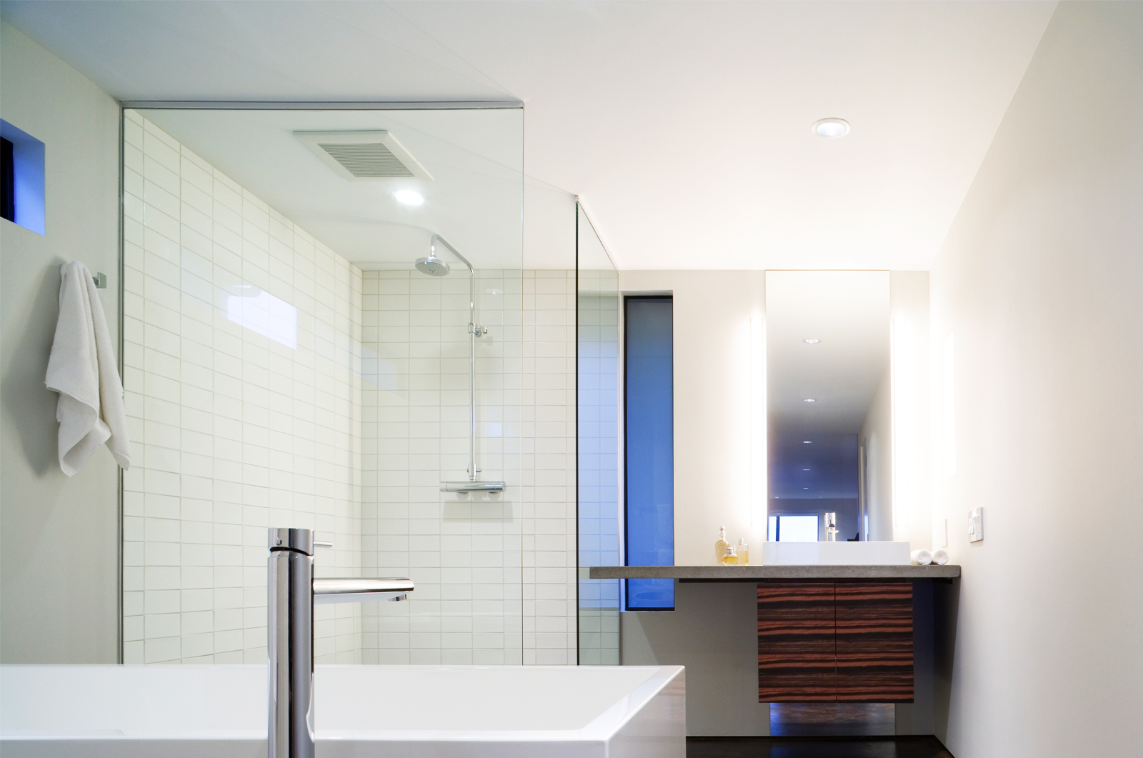 The bathroom in Riley's Cove. Photo by Tim Bies, Olson Kundig Architects.