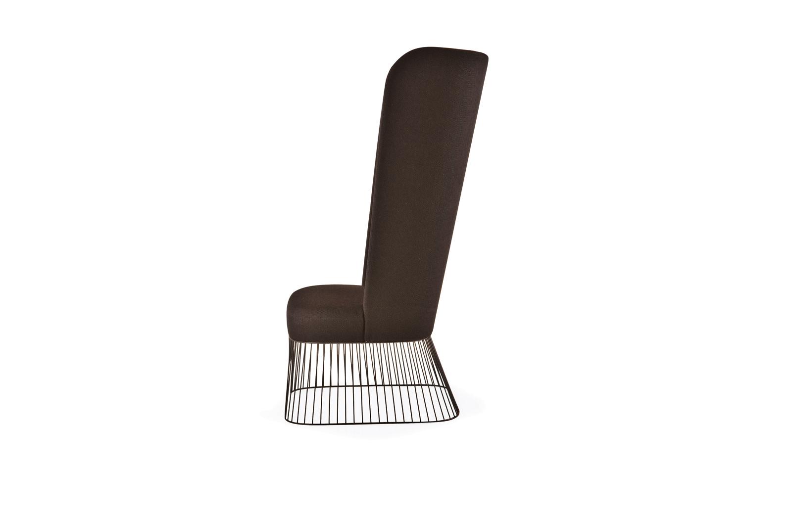 black wired bottom high chair de la espada