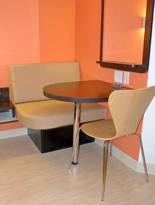motel 6 biloxi chair bench
