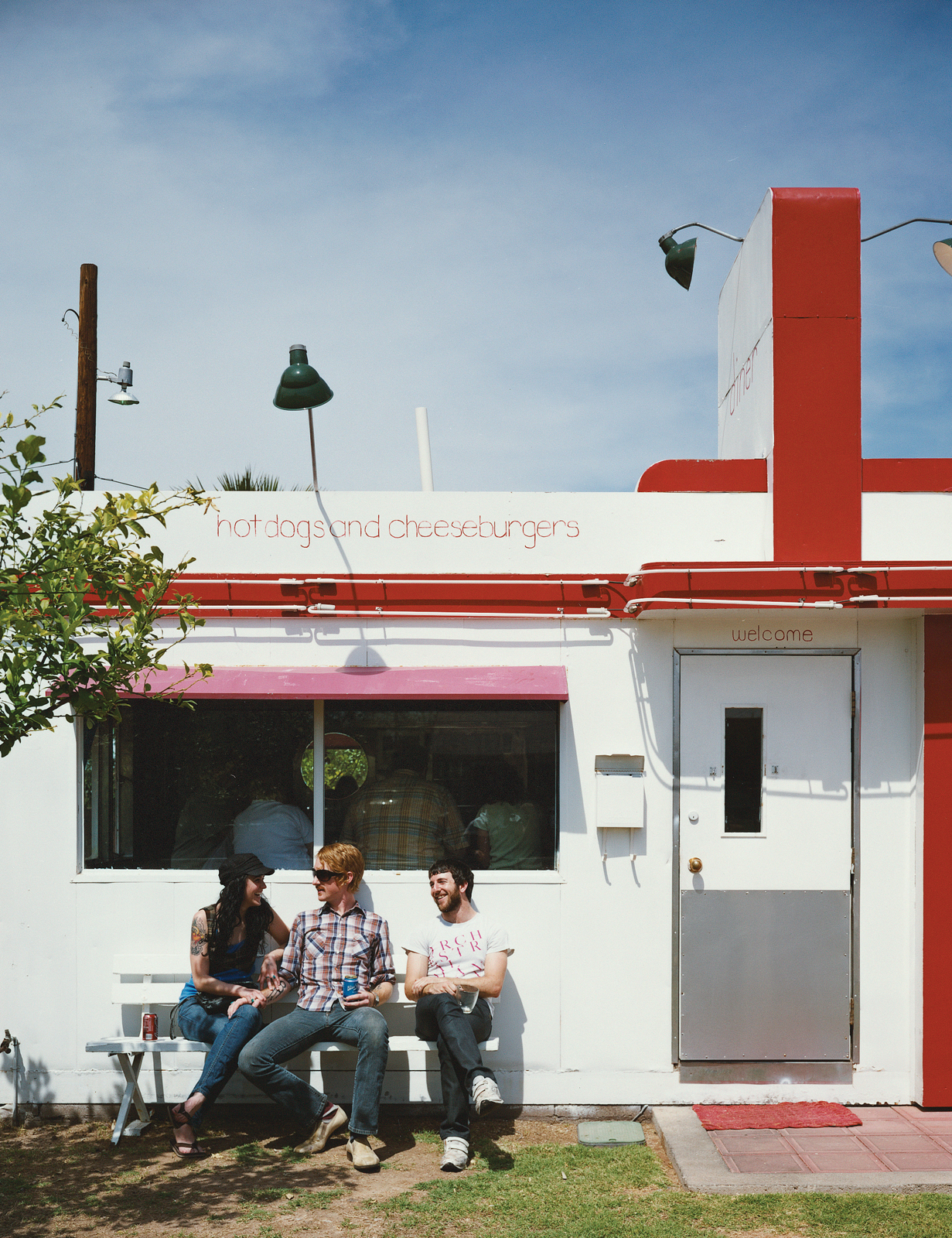 Southwest-style hipsters bask in the kitschy glory of the diminutive Welcome Diner, where the burgers are sublime and seats are limited.