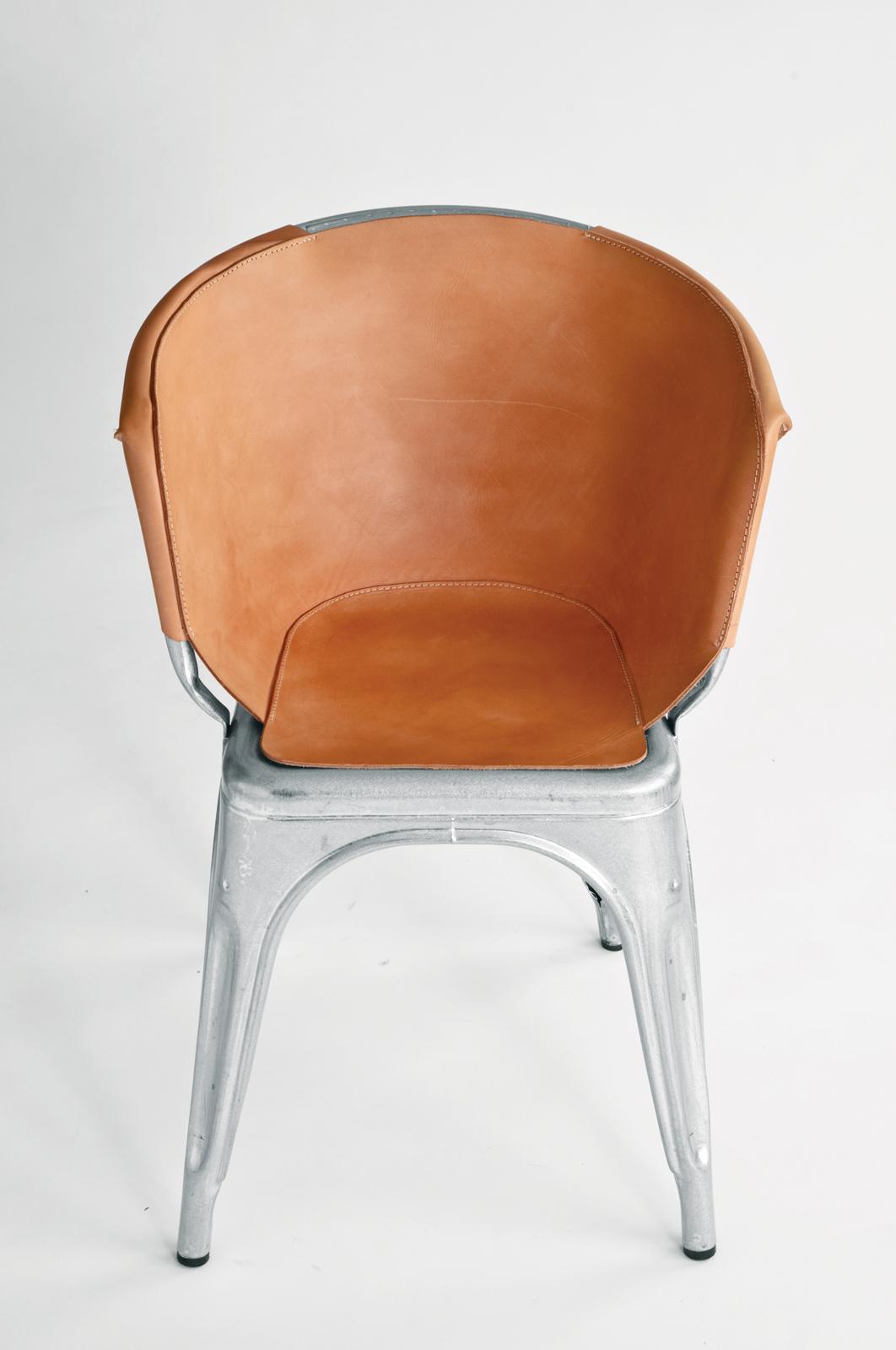 chaise Tolix avec couverture en cuir par Henry Wilson