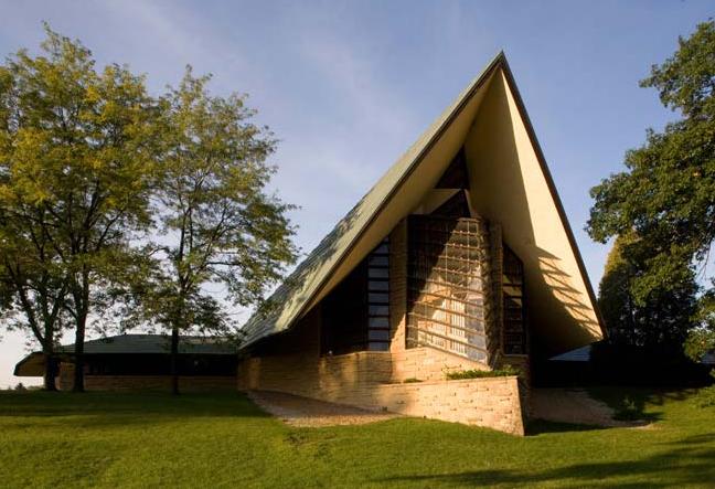 The Unitarian Meeting House in Madison, Wisconsin, built by Frank Lloyd Wright in 1951. Image © The Kubala Washatko Architects, Inc.