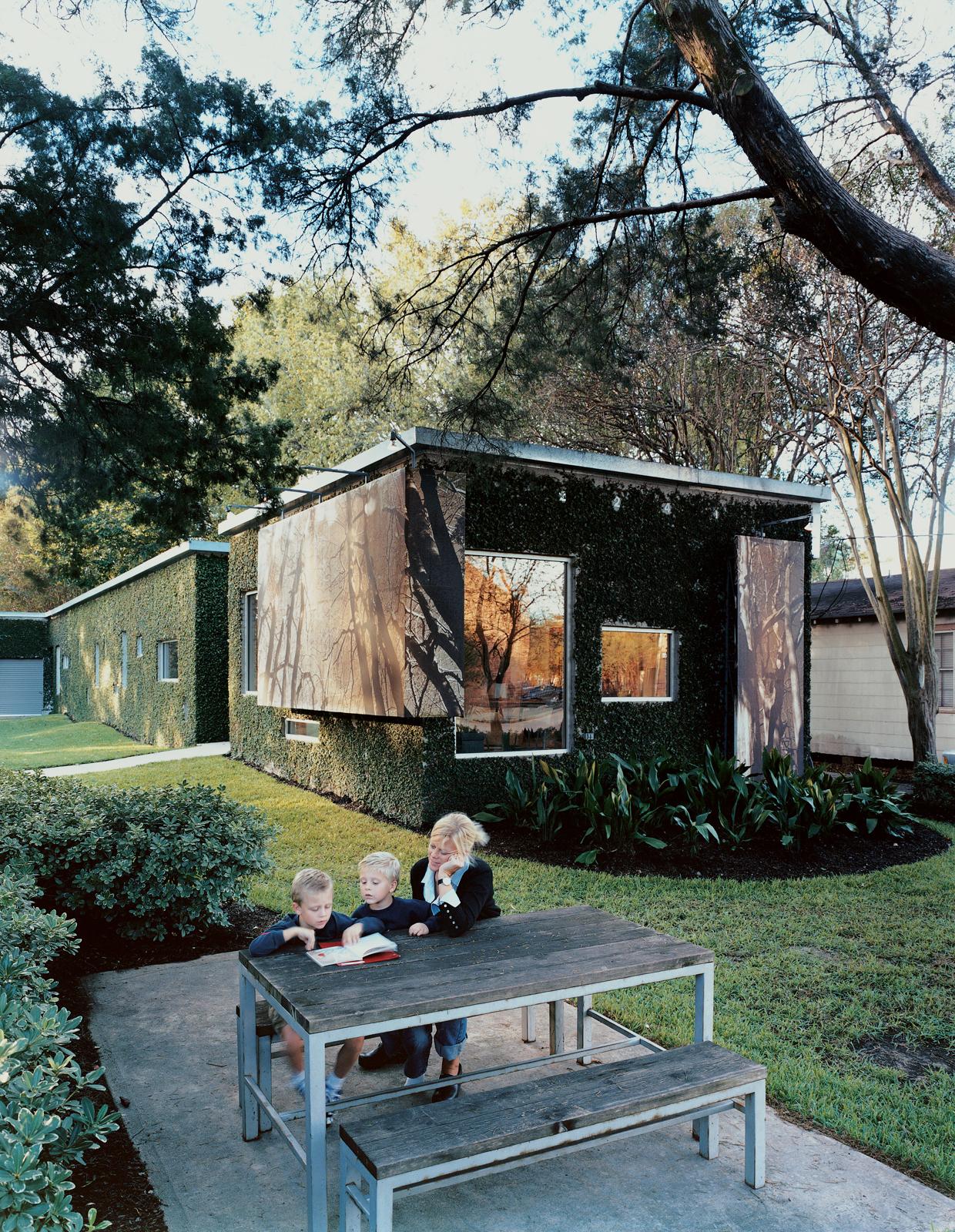 Backyard picnic table in Baton Rouge, Louisiana