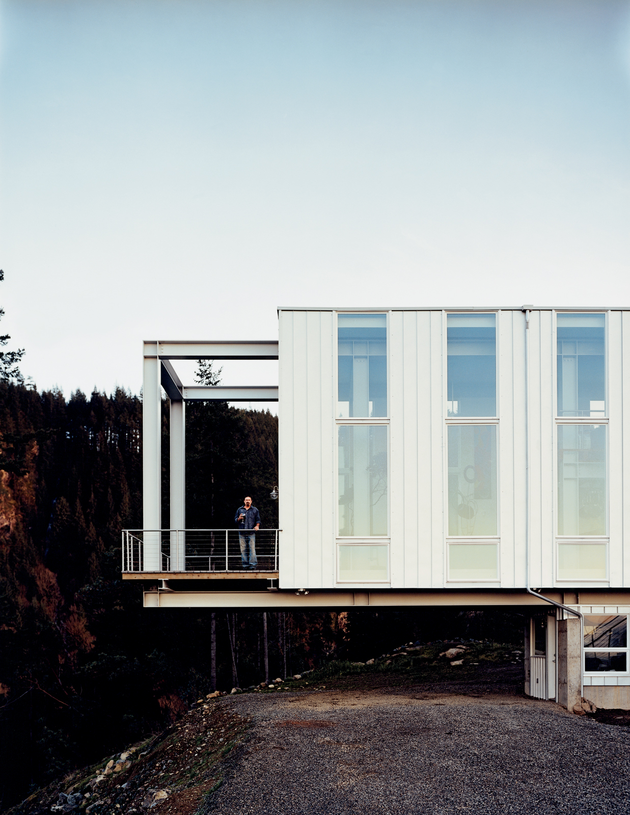 Cantilevered steel house near Granite Falls, Washington