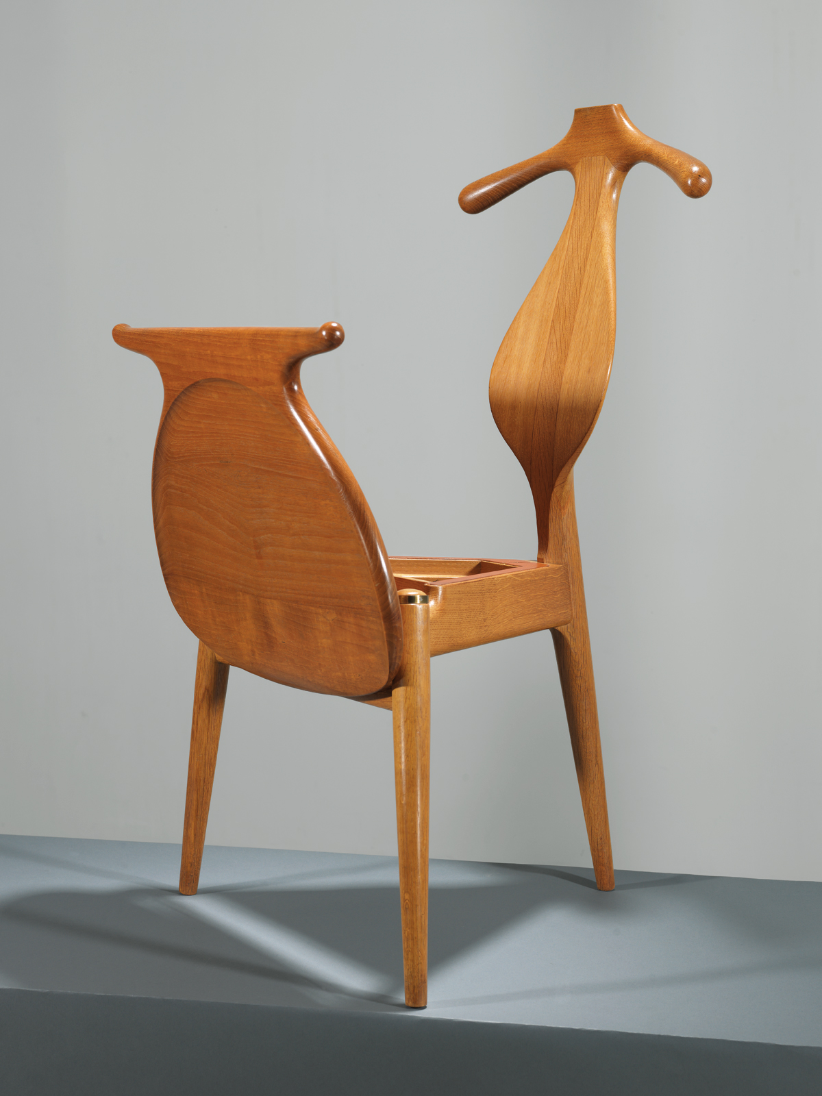 modern valet chair by furniture designer hans wegner