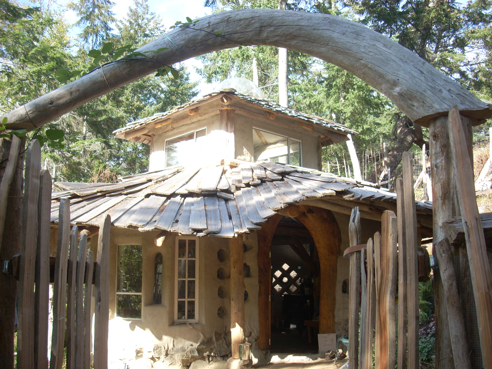 Exterior of cob house by Mud Girls