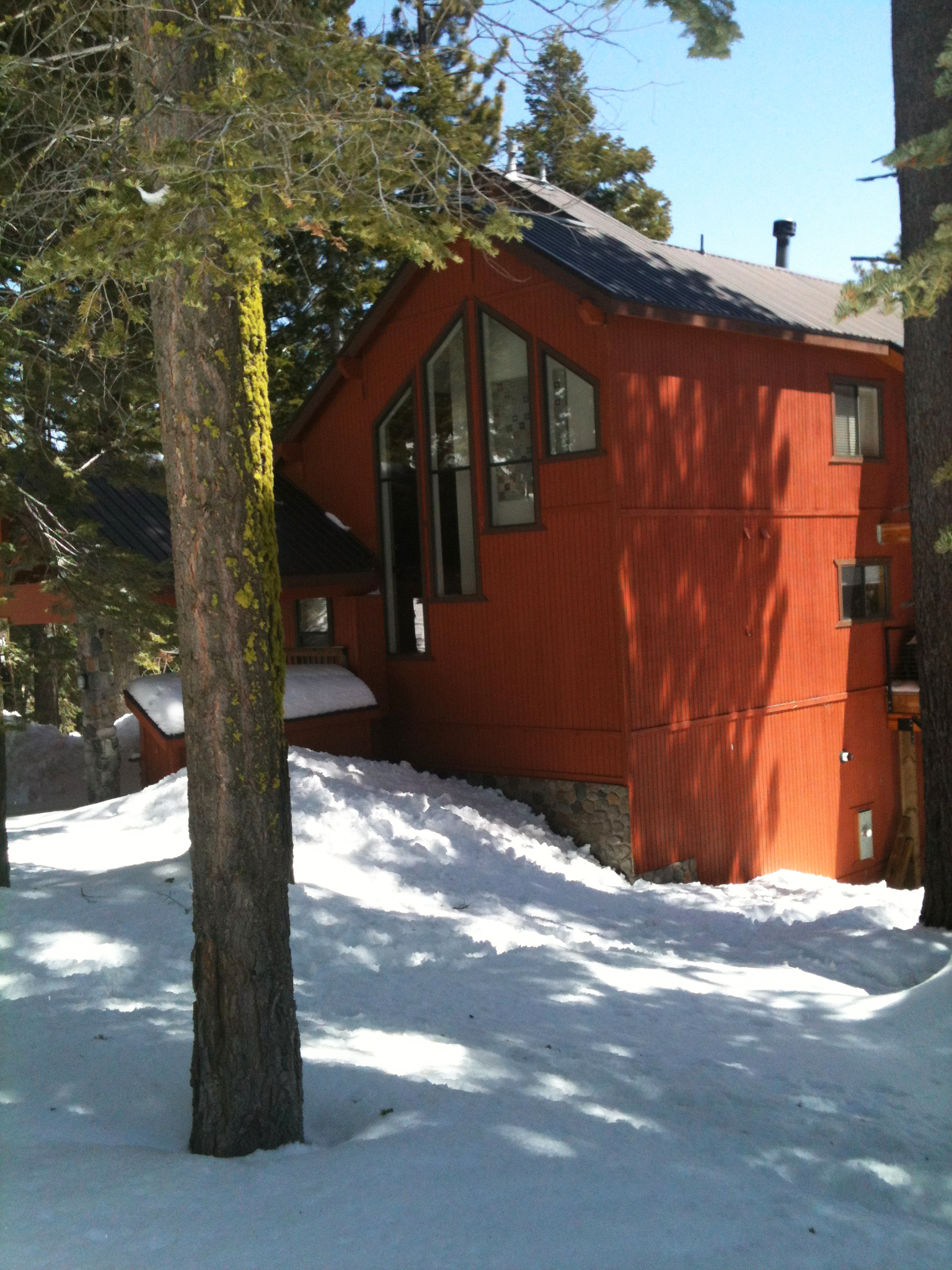 Red cabin in Bear Valley