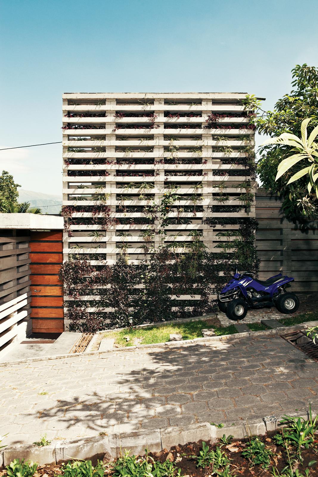Modular building system designed by Jose Maria Saez and Daviad Barragan