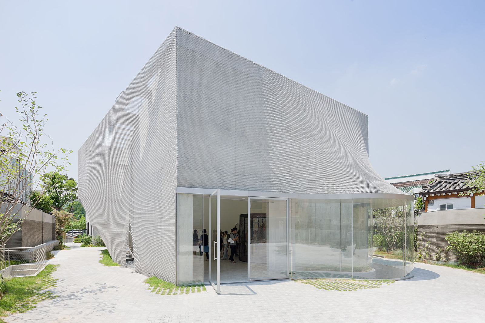East entrance to Kukje Art Gallery by SO – IL
