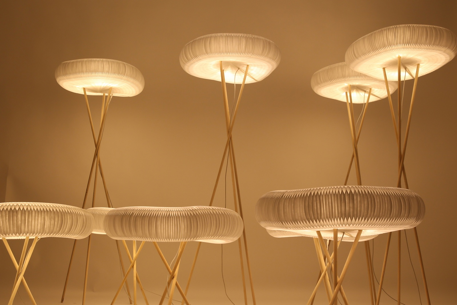molo lamp lit