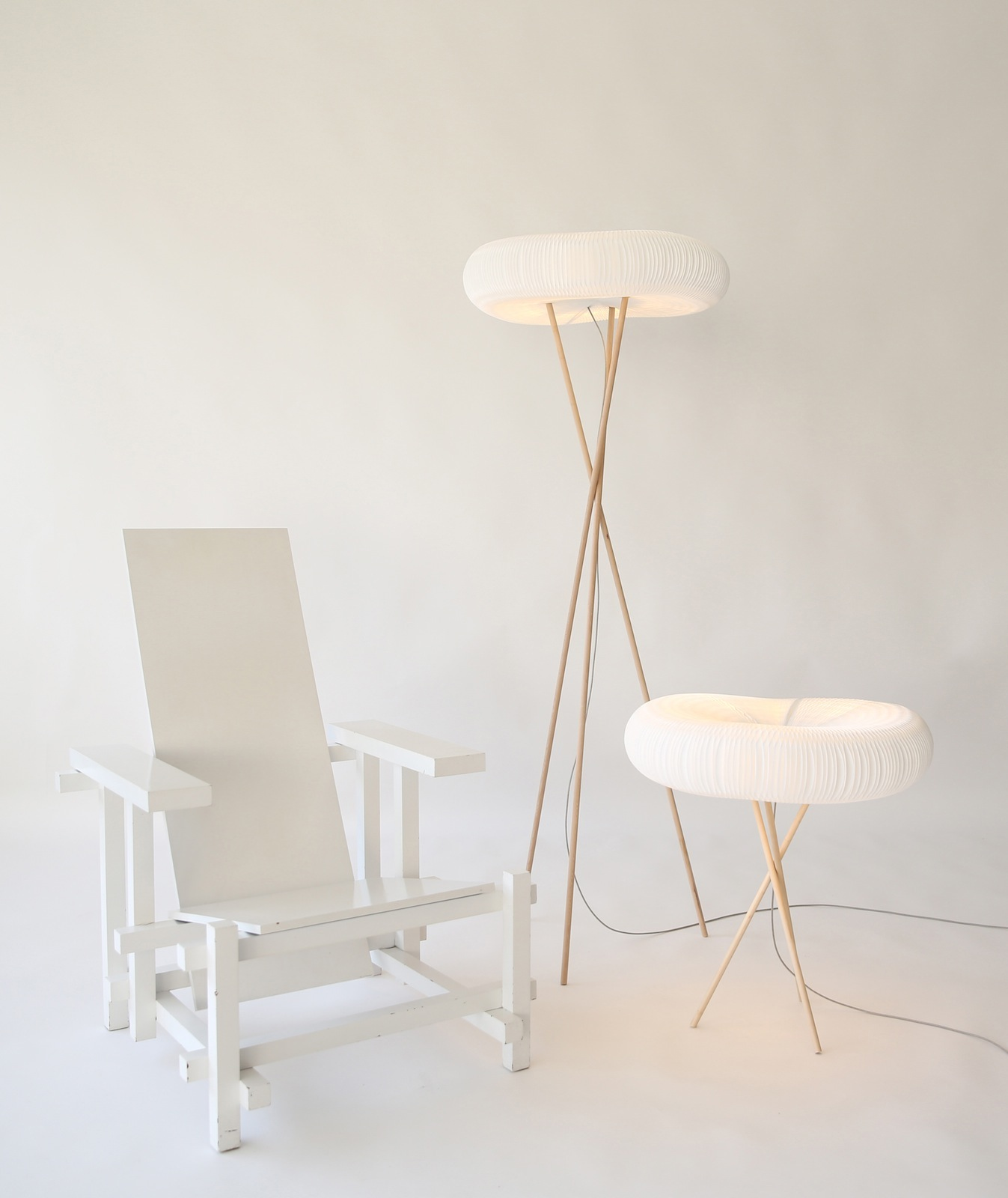 molo lamp with chair