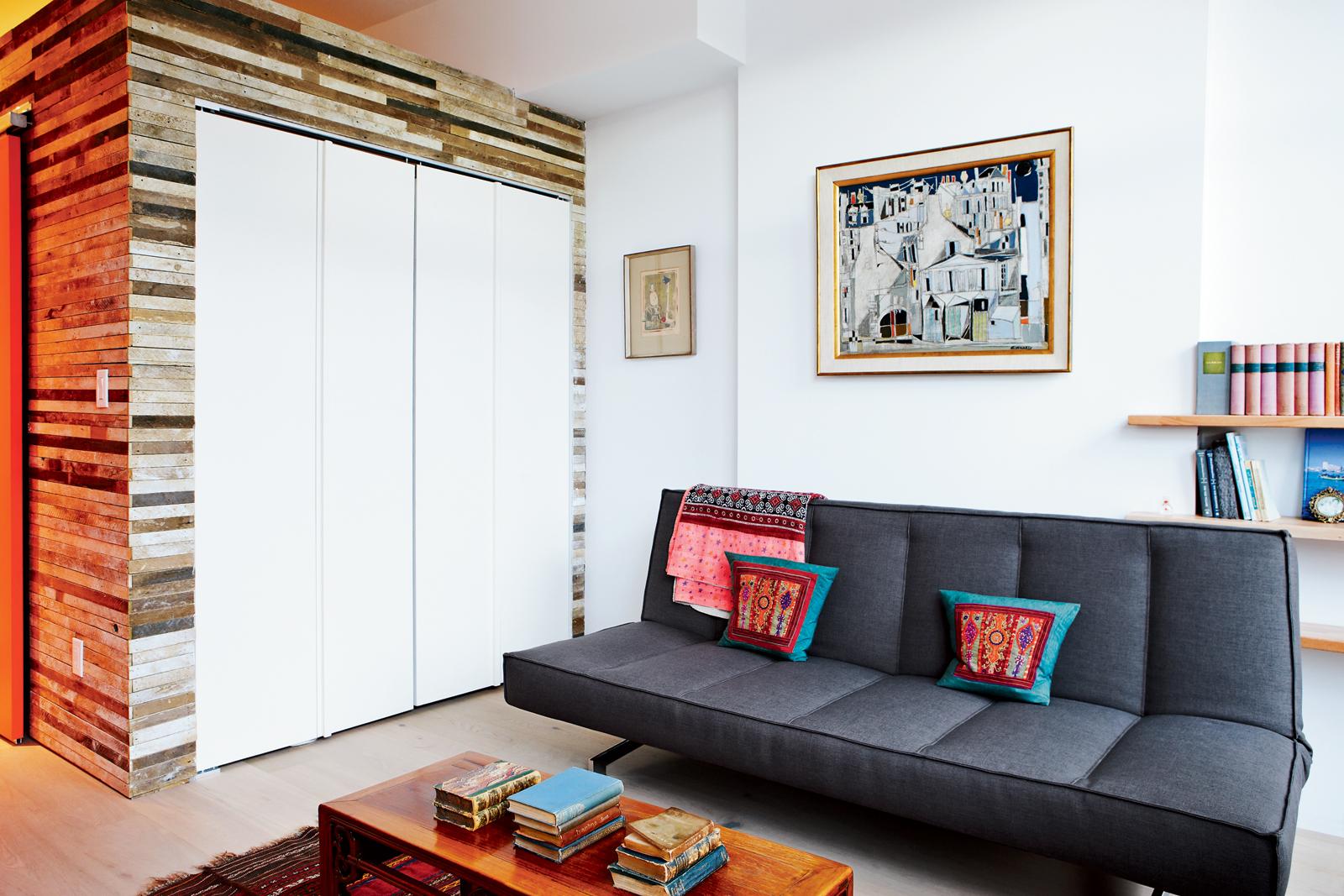 Second floor lounge room with sleeper sofa