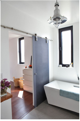 sunia bathroom