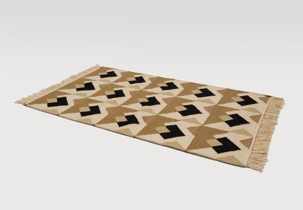 commune arrow side rug
