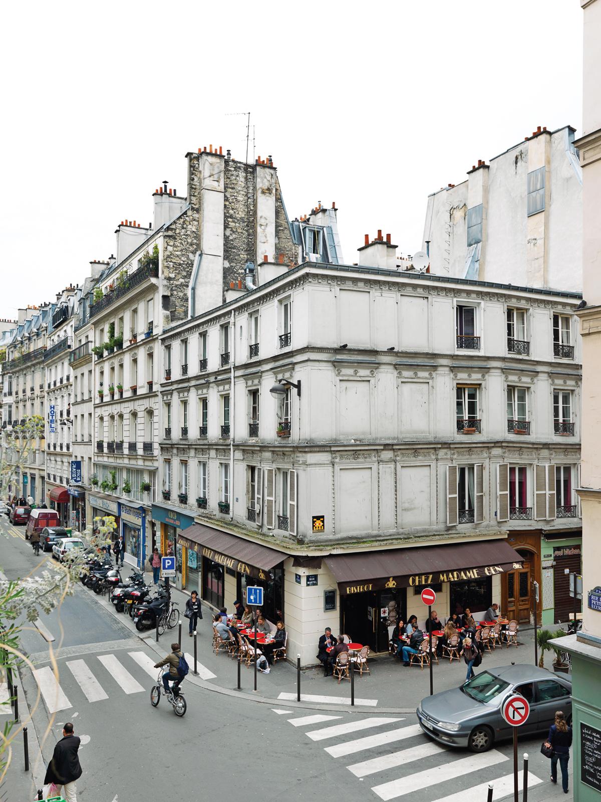 Parisian apartment vuilding facade.