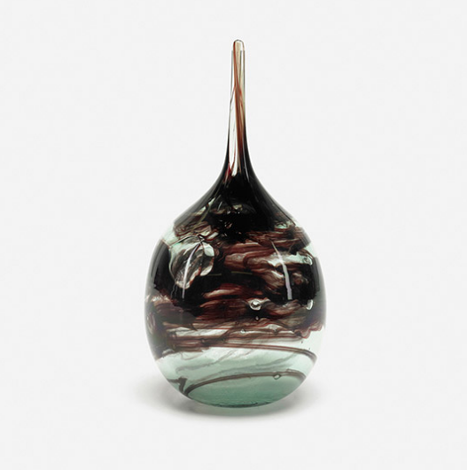 Glass vase from 1970 by Kent Ipsen at Wright auction house