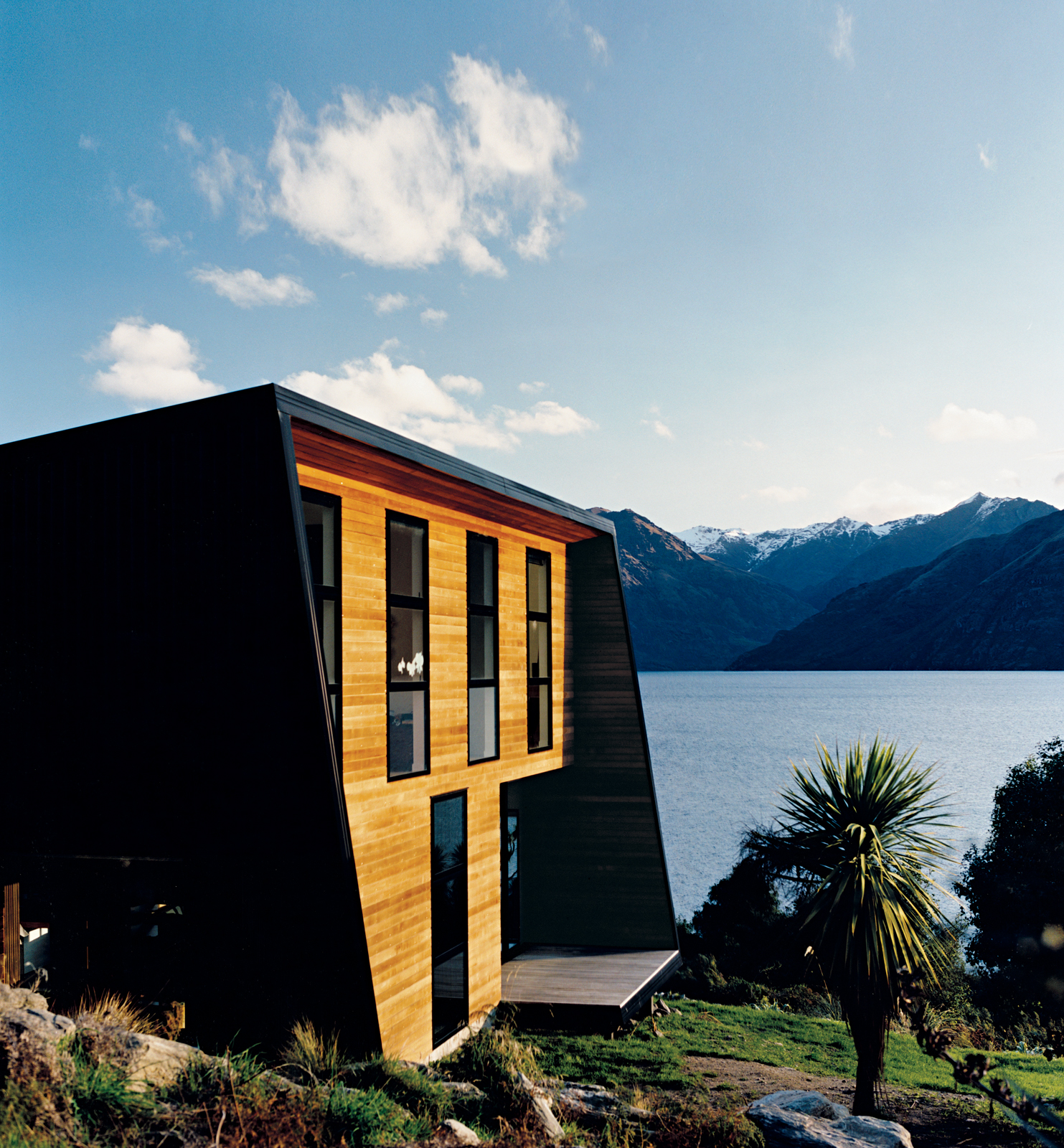 New Zealand house with ceder weatherboards
