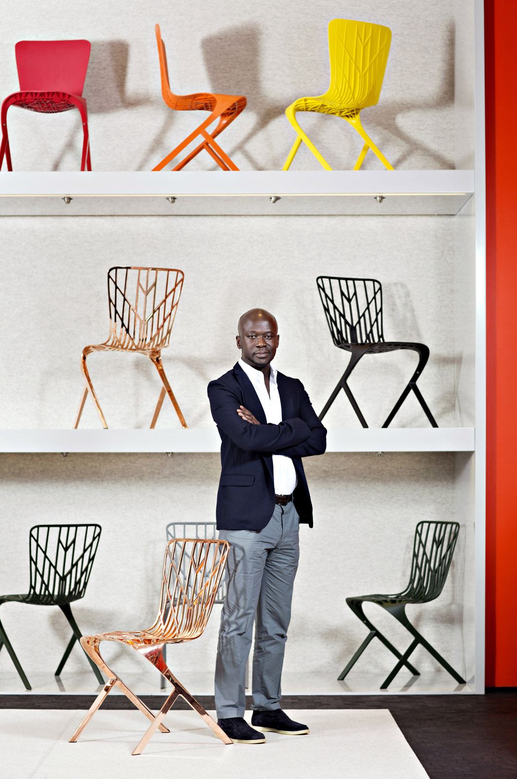 portrait of david adjaye with knoll washington chairs