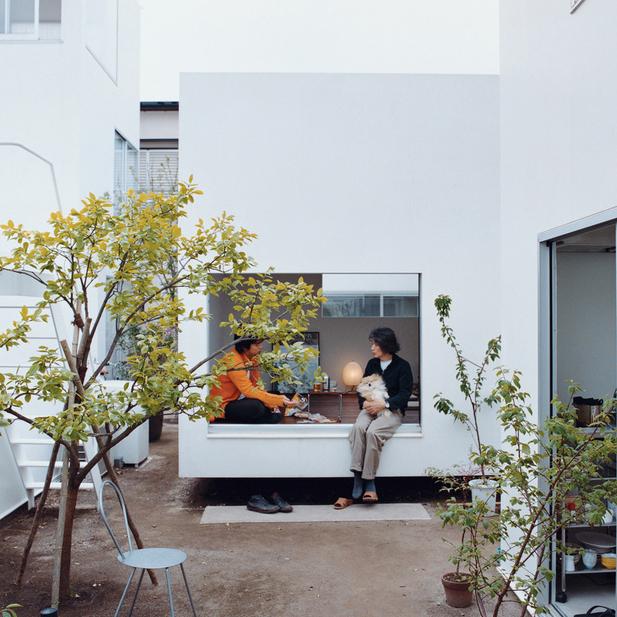 moriyama house courtyard portrait  0