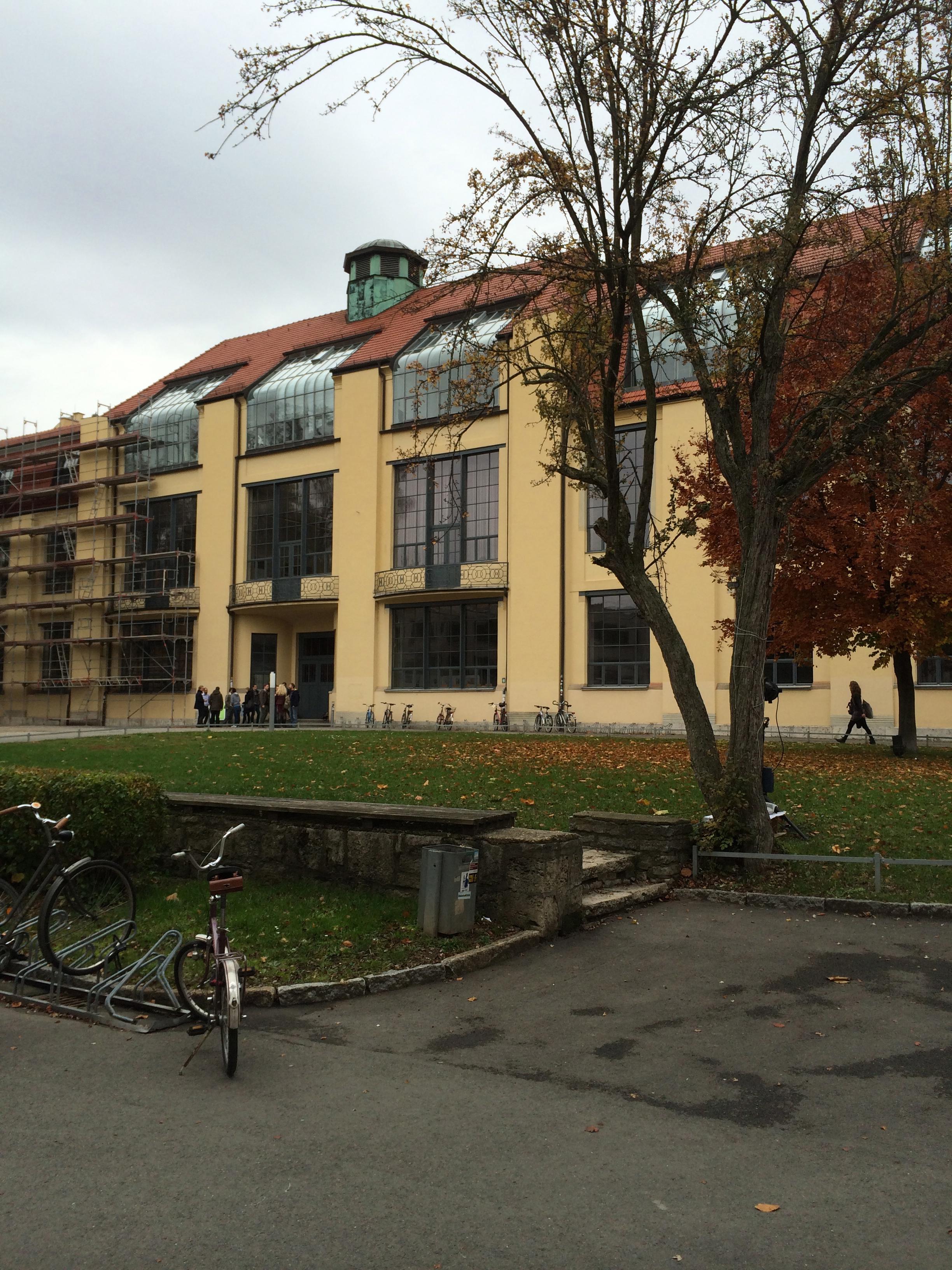 touring the weimar bauhaus campus exterior