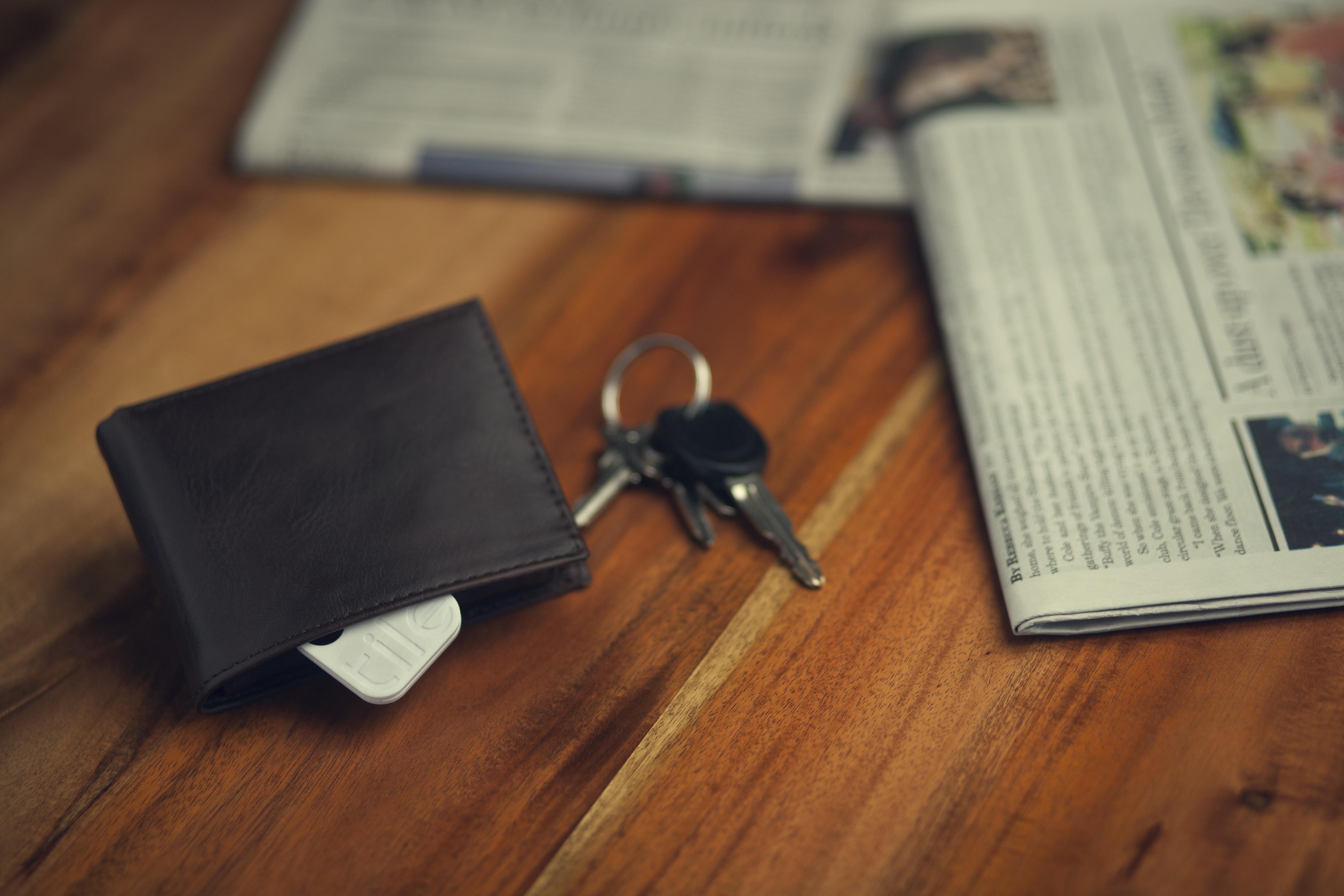Tile transponder inside wallet