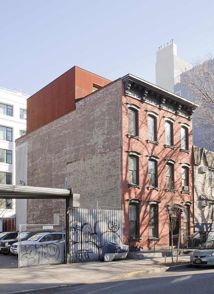 Brooklyn Tour Carved Duplex exterior in Williamsburg.