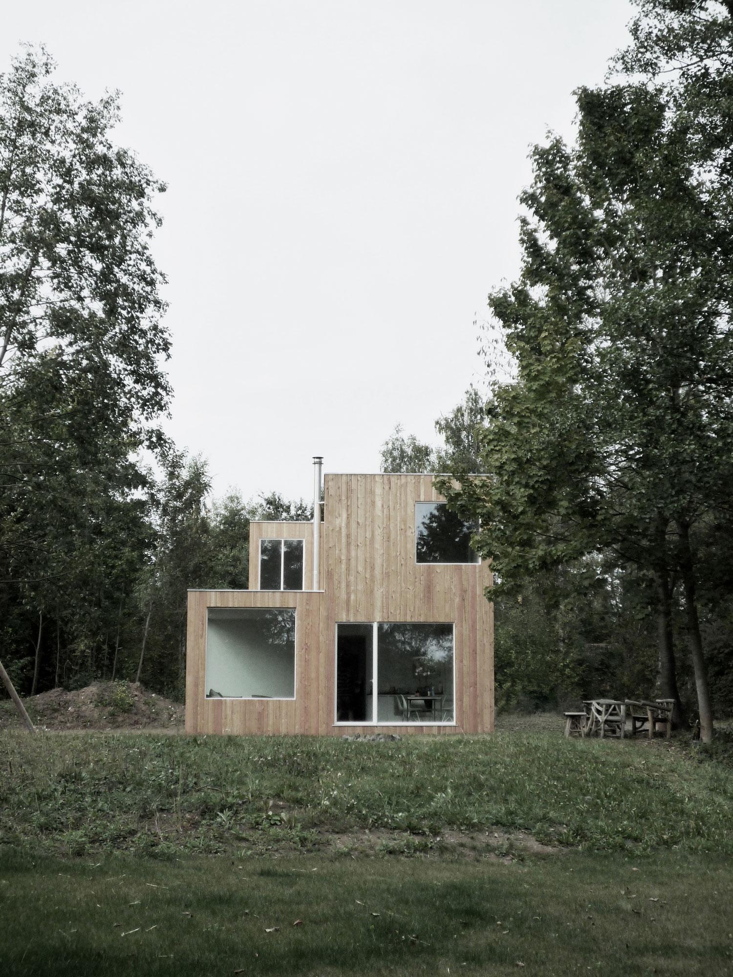Modern box house outside Frankfurt