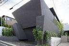 Concrete planters adjacent facade of tokyo home by Artechnic.