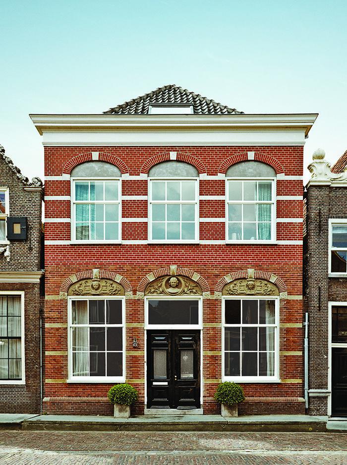 modern netherlands 13 noordeinde schoolhouse facade monnickendam