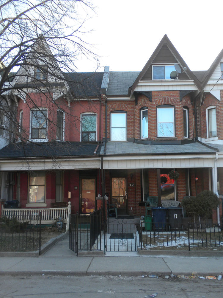 The next part of my wanders around Toronto took me to a recently up-and-coming area called The Junction, located on Dundas Street West west of Keele Street. Along the way, I snapped this picture of the architecture that typifies residential Toronto: the V