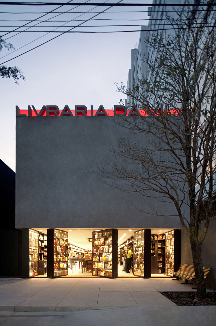 "The Livraria da Vila bookstore in São Paulo by <a href=""http://www.isayweinfeld.com"">Isay Weinfield Architects</a>, for which Weinfeld won several architectural awards, is defined by its entrance façade made of revolving bookcases. Weinfeld once remarked,"