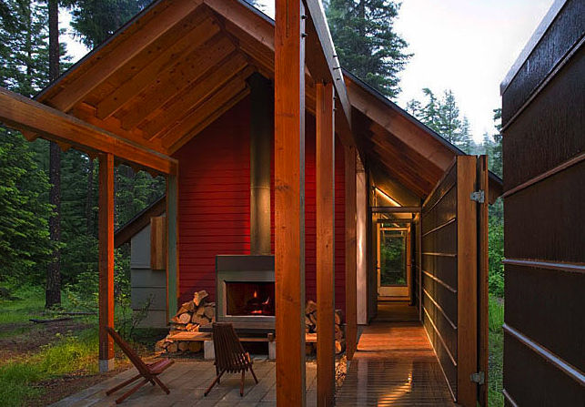 """The Sheldon Gatehouse in Cle Elum, Washington, designed Bohlin Cywinski Jackson, was awarded an AIA 2010 One- and Two-Family Custom Housing prize for """"outstanding designs for custom and remodeled homes for specific client(s)."""""""