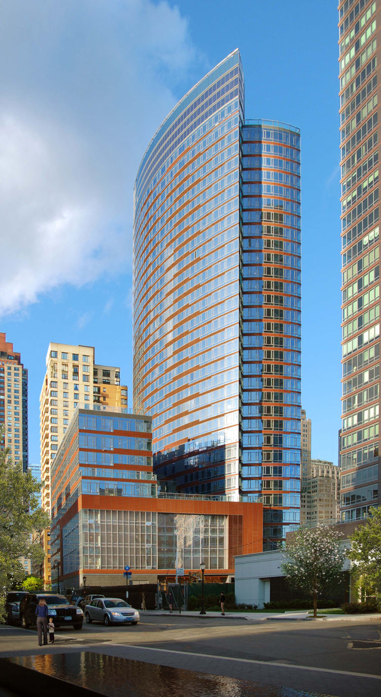"Project: The Visionaire<p></p>Location: New York, New York<p></p>Developer: Albanese Organization<p></p>2010 ULI Award for Excellence: The Americas nomination: ""The 35-story Visionaire—combining 247 residences, an organic and local food market, and a 44,0"