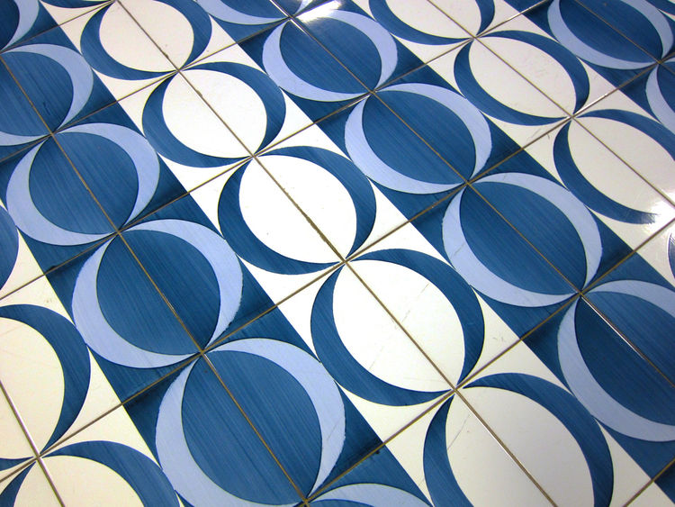 In this tessellation, crescent moons form circles.