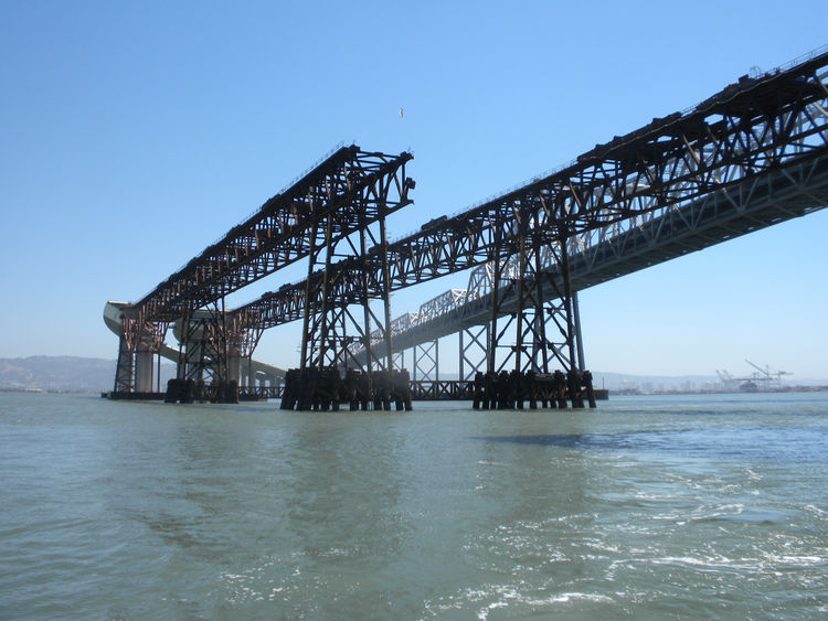 The SAS bridge is different from many bridge types in that the cables that hold up the spans are anchored in the bridge itself as opposed to footings at either end of the bridge or anchors along the way. Thus, in order to erect the structure, a false brid