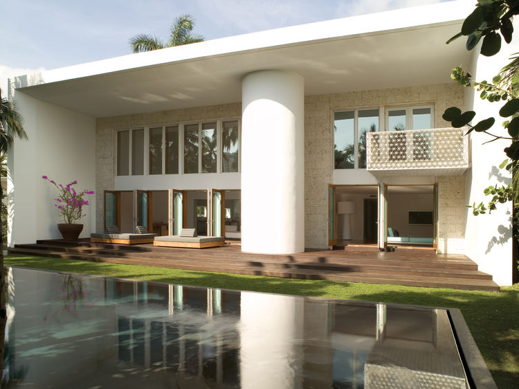 Clean tropical modernism in one of Oppenheim's many domestic designs.