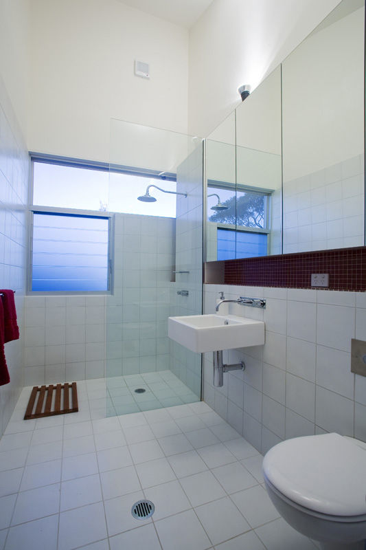 The architect continued the open-plan feeling into one of two full baths (there is another half bath); on the other side of the shower wall is the courtyard's outdoor shower.