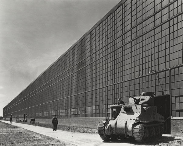 Here's a photo of architect Albert Kahn's Chrysler Tank Arsenal in Detroit, Michigan. The photo is from July 10, 1941 and is by photographer Hedrich-Blessing.