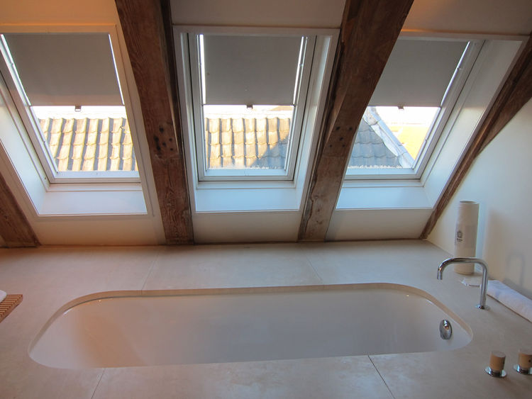 Even better—a big bathtub with views of the surrounding rooftops.