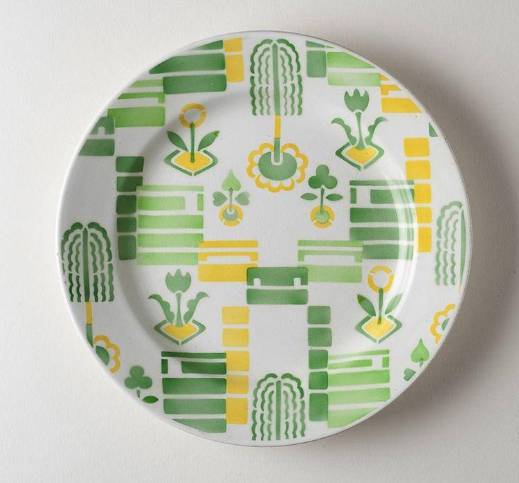 Earthenware plate by the Société Céramique Masstricht circa 1925 in the Netherlands.