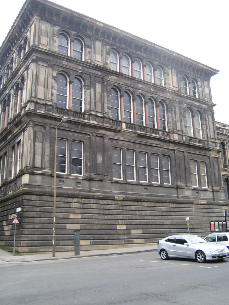 This is a view of the old part of the Royal Museum, which has now merged with its addition into the National Museum of Scotland, and you can see how dirty the facade is. Many buildings in Edinburgh from the Georgian era are made of sandstone, which has bl