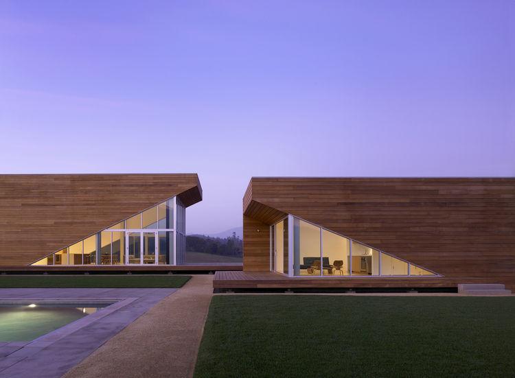 "The <a href=""http://www.edmondslee.com/summerhill.html"">Summerhill Residence in Kenwood, California,</a> designed by <a href=""http://www.edmondslee.com"">Edmonds + Lee Architects</a>, winner of the <a href=""http://www.aiasf.org/Programs/Awards_Program/New_"
