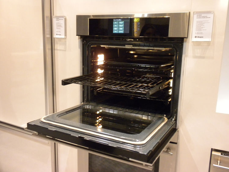 "<a href=""http://www.geappliances.com/"">GE</a> Monogram's ovens, like many new ovens, featured roll-out racks that extend all the way out for easier use."