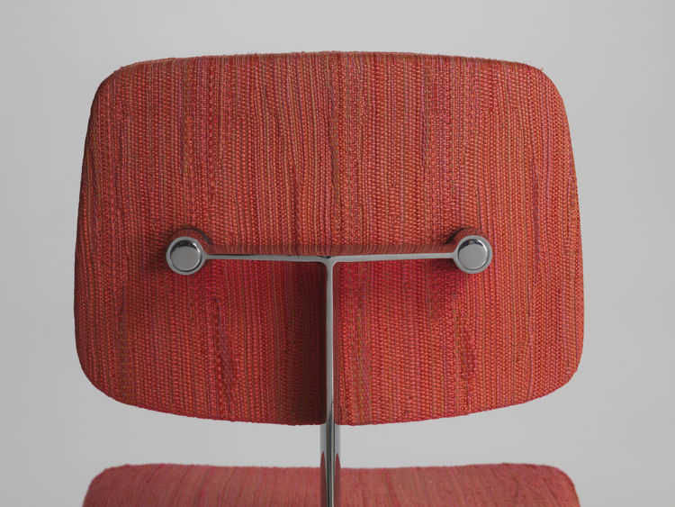 "Marga Hielle Vatter's Dynamic fabric upholsters Max Pearson's 46 chair from the 1970s. ""Knoll textiles became known for having a handwoven feeling to them, and early on, they did use hand weavers in the factory in Long Island City,"" Makovsky says. ""Later"