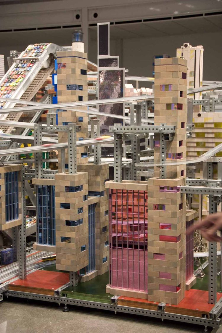 Different types of buildings abound in Metropolis II. Each was constructed with the help of a dedicated assistant that specialized either in wood blocks, houses of cards, glass and tile, and other materials.